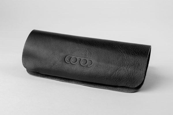 Glasögonfodral i svart läder från P.A.P