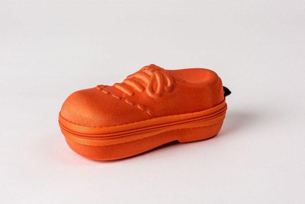 Tufft glasögonfodral till barnglasögon- format som en sko.